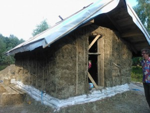 The straw bale house that will be plastered during the clay plastering workshop