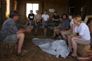 Jarema Dubiel teaching some theory to last years straw bale workshop group